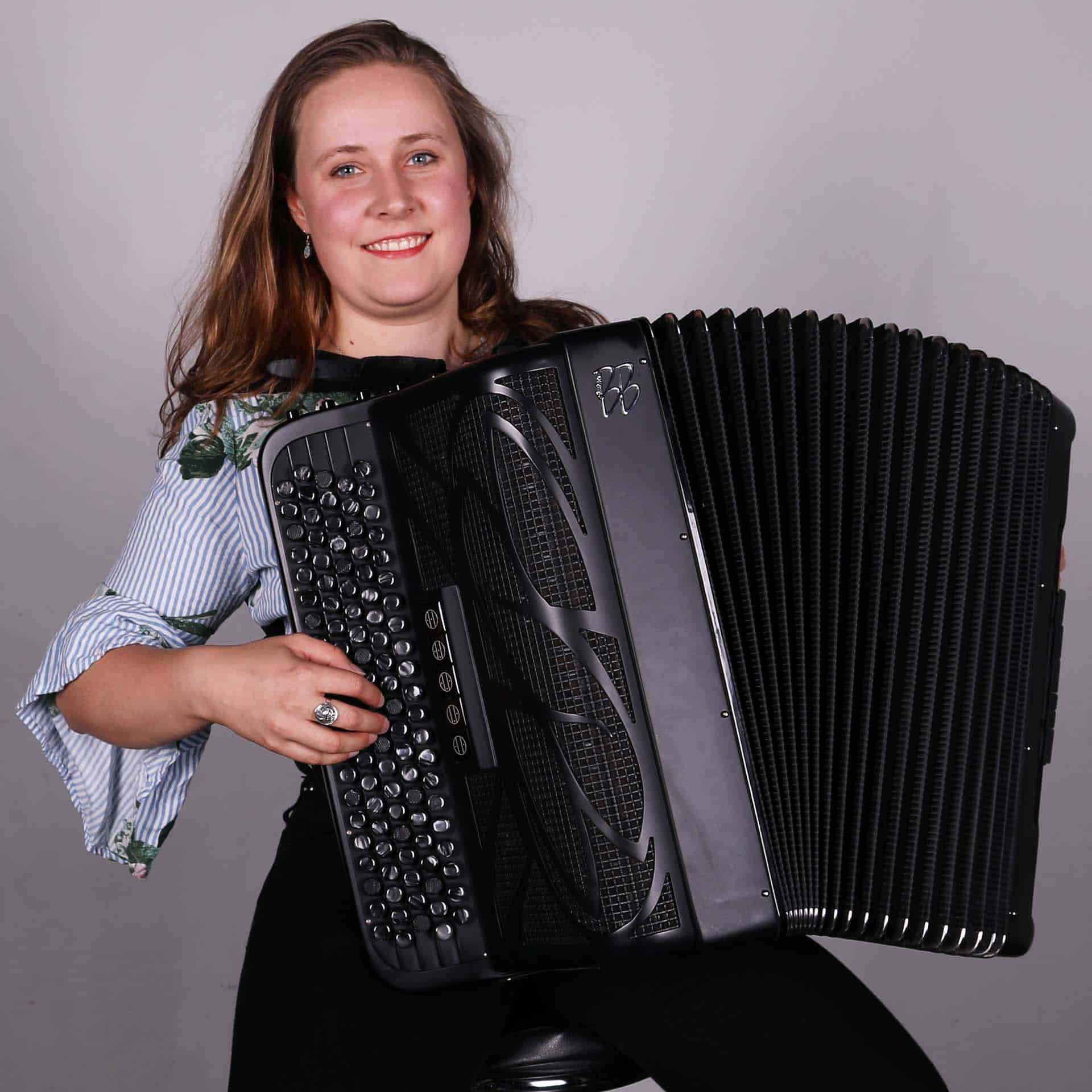 Joanna Baratta - Akkordeon/Schwyzerörgeli